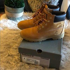 Kids Wheat Timberland boots. Sz 6. Fits women's 8